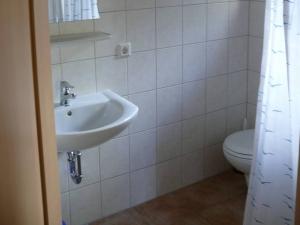 Dusche/WC je Schlafraum